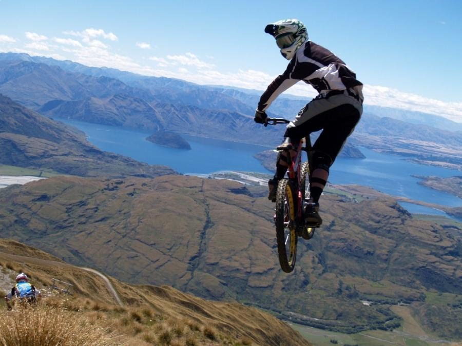 https://sites.google.com/a/ee.ufcg.edu.br/jornalpet/figuras/ed63/mountain-bike-jumps-8.jpg